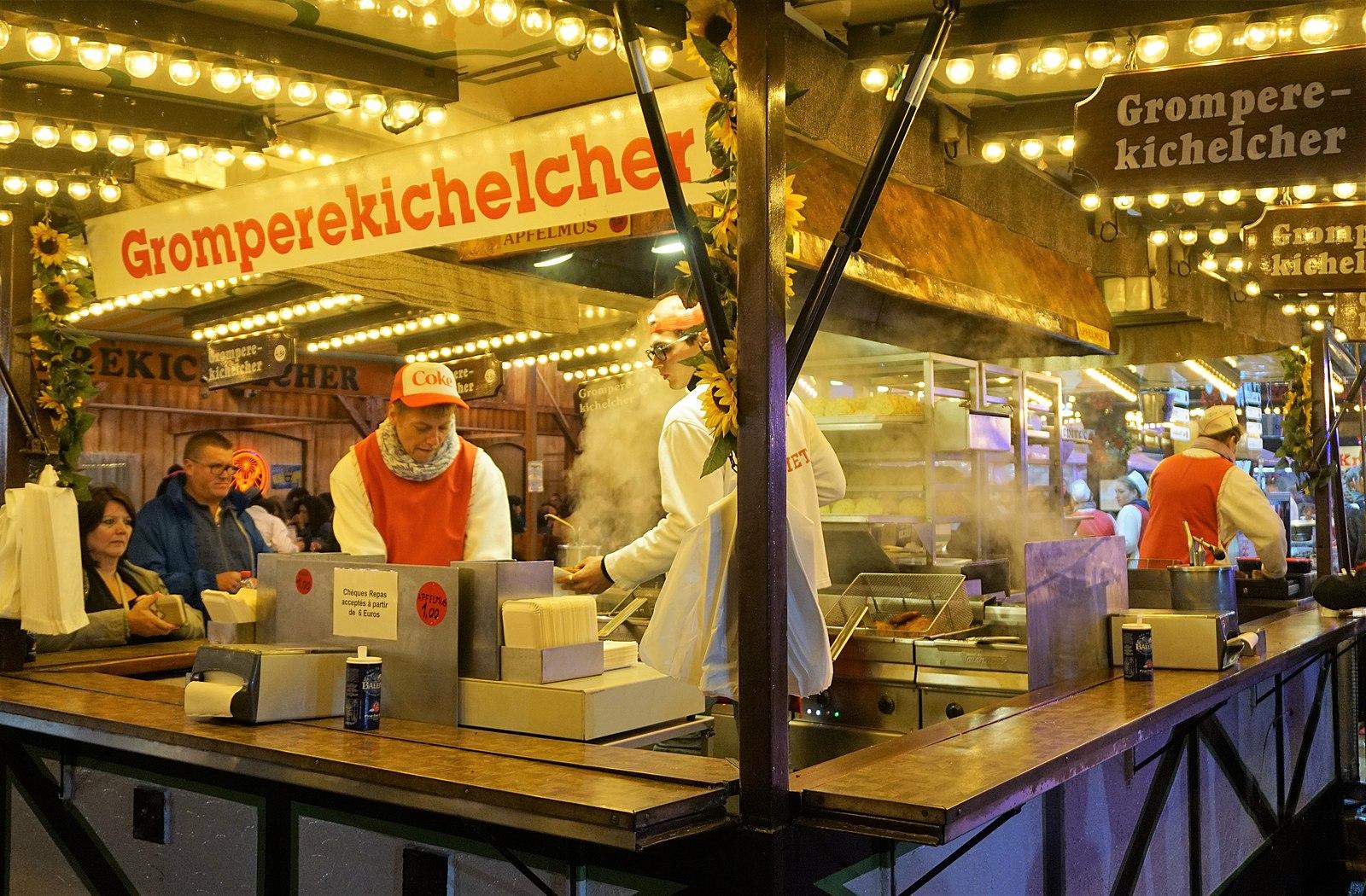Gromperekichelcher at market